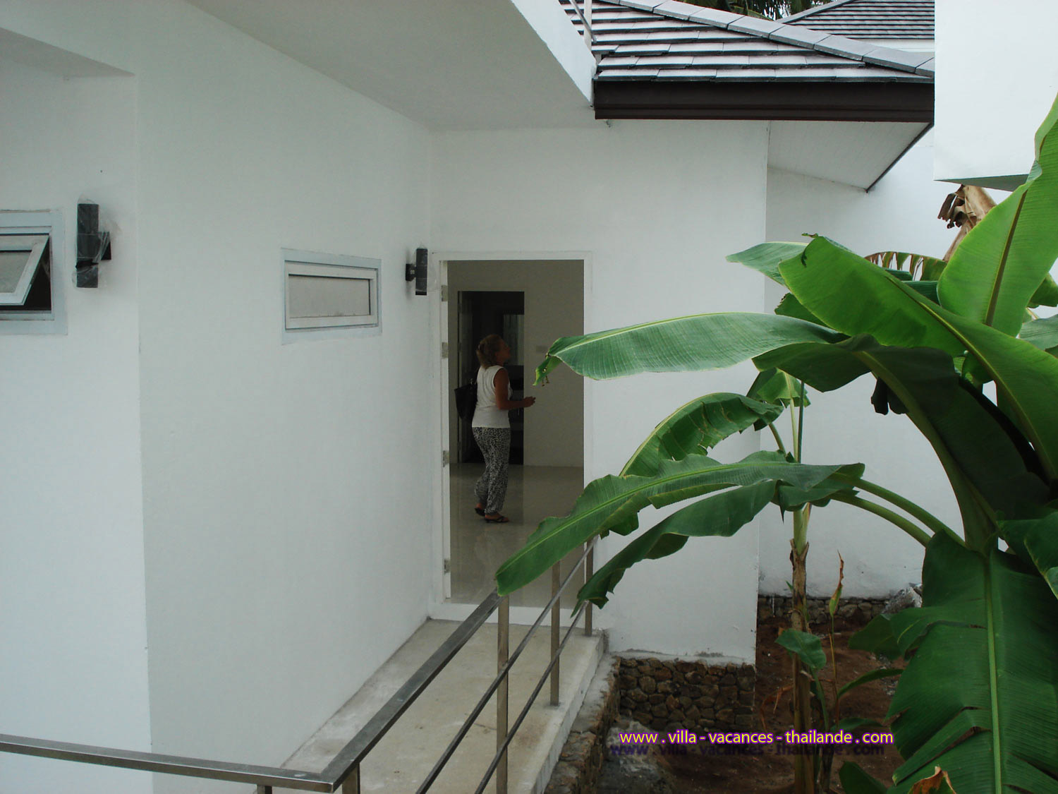 photo 4 English holiday villa rental thailand entry home-chaweng Koh Samui for 4 people 5 people 6 people